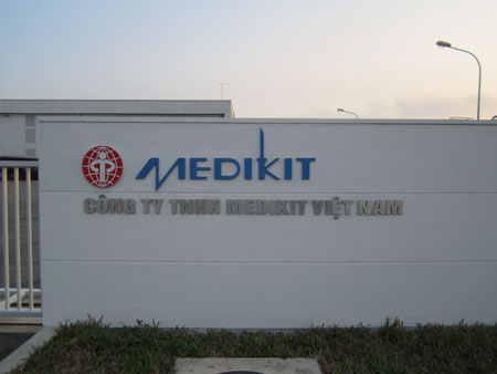 Chăm sóc và duy tu khuôn viên Công ty MEDIKIT Việt Nam